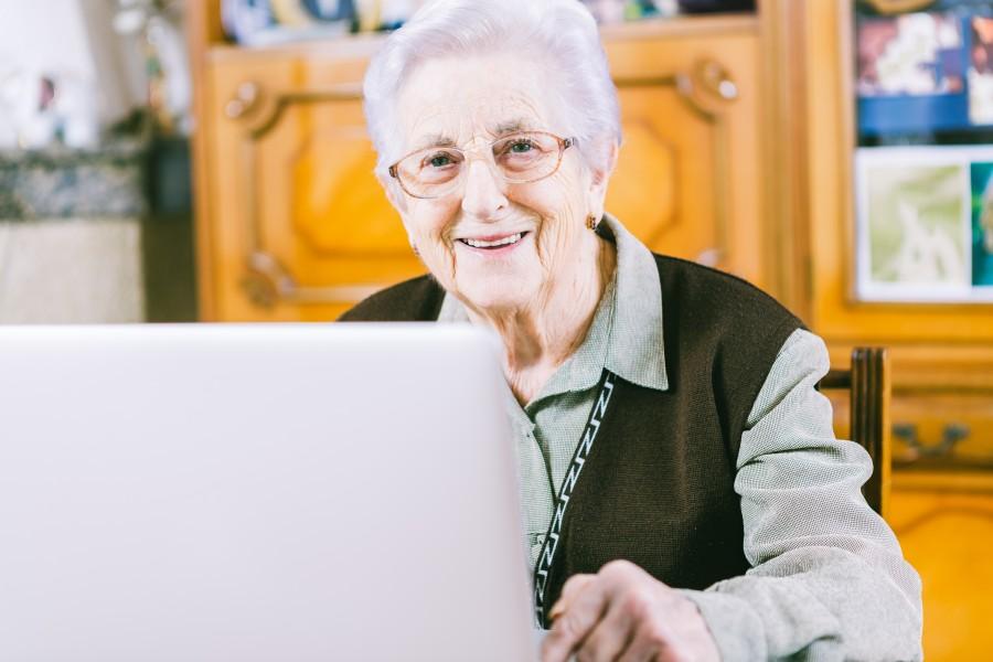 pensionar-cu-laptop-e1418114910911